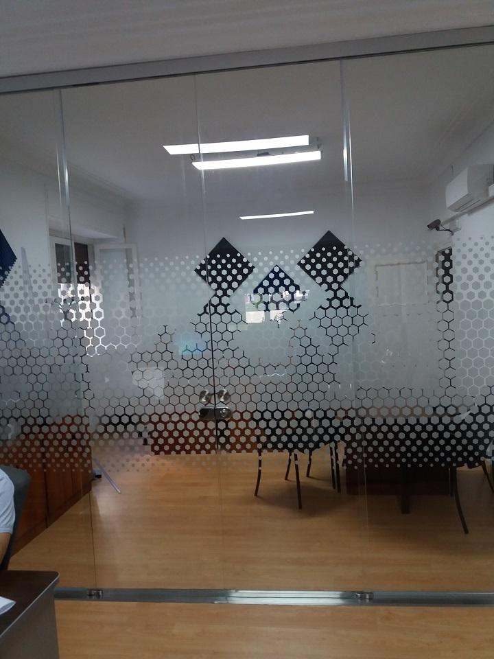 | Vinilo acido ploteado para cierre de cristal de oficina